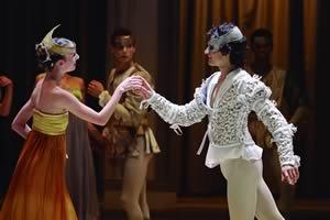 Luiza Lopes and Lucio kalbusch as Romeo and Juliet Photo Silvia Machado