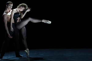 The Seasons_photo_Edouard Lock_dancers_Luiza Lopes and Daniel Reca.fw
