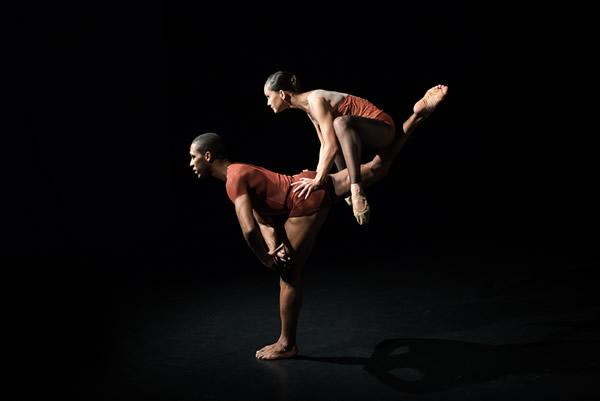 Indigo Rose_foto Arthur Wolkovier_dancers Ammanda Rosa & Nielson Souza