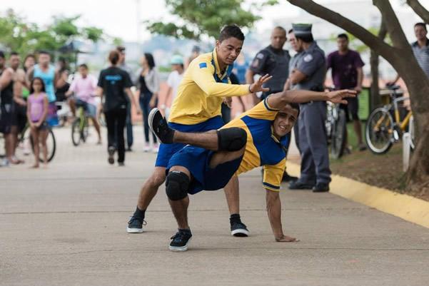 Grupo Zumb.boys_Dança por Correio_foto Adriano Escanhuela