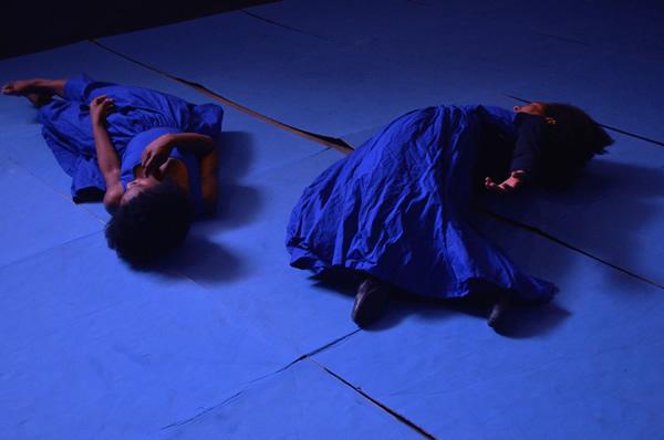 e%c2%b2-cia-de-teatro-e-danca_blue_foto-de-rodrigo-eloi-leao_m