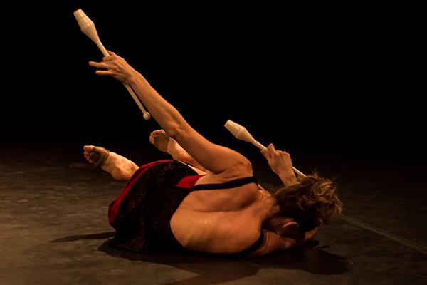 x-mostra-do-fomento-a-danca_cia-fragmento-um-corpo-so_leo-lin