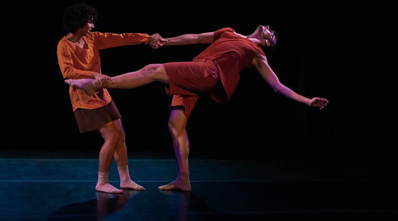 Dinamosfera faz curta temporada no Teatro Cacilda Becker com o espetáculo Aponte, inspirado nas músicas de Maria Bethânia