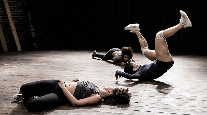 Espetáculo Enchente, com direção de Flavia Pinheiro, realiza três apresentações no Sesc Belenzinho