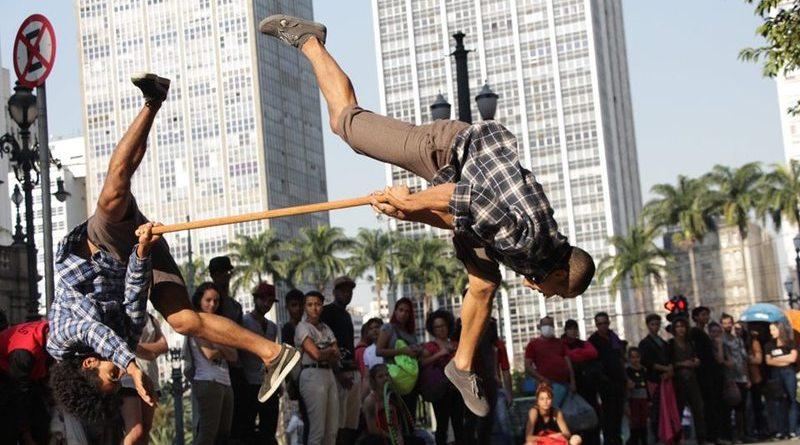 Grupo Zumb.boys apresenta Mané Boneco no Centro de Referência da Dança de São Paulo