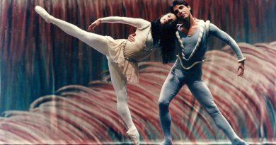 Renata Versiani ministra o curso Capacitação para profissionais de ballet clássico para adultos